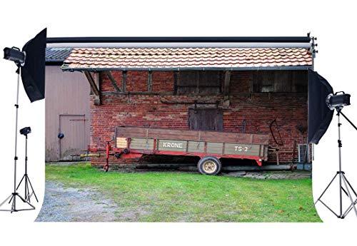 EdCott Ländlicher Alter Scheunen-Hintergrund 7X5FT Vinyl Farmland Farm Car Backdrops Verwittertes Haus des grünen Backofens des roten Backsteins Westcowboy-Fotografie-Hintergrund Erwachsene