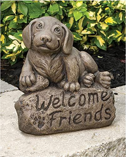 Beagle de Massarelli avec signe « Welcome Friends » Statue de jardin en pierre coulée solide - Excellente idée cadeau - Sculpture durable et réaliste pour la maison et la cour - Art extérieur et intérieur amusant