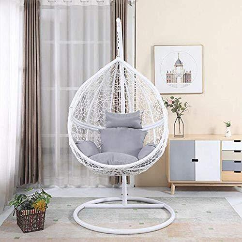 Huevos separados silla de mimbre, de pie con sillas de jardín del patio interior y exterior de...