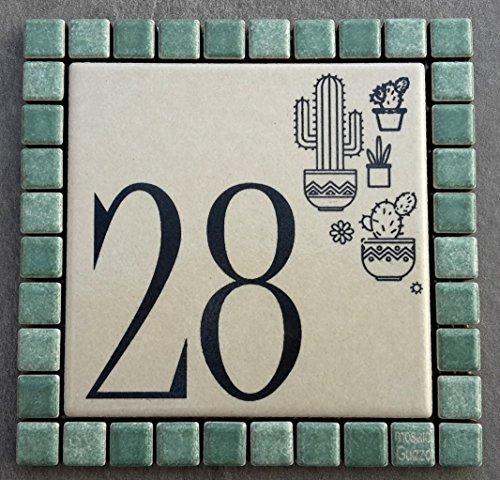 Mosaici Guizzo Numero civico in Ceramica incisa_Colore Panna e Verde Salvia_Tema Cactus