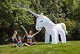 Esparsor de agua gigante en forma de unicornio
