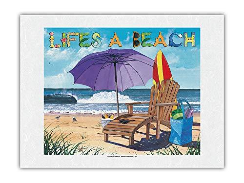 Pacifica Island Art La Vida es una Playa - Silla de Playa, sombrilla, Tabla de Surf y Vista al mar - De Pintura en Color de Scott Westmoreland - Impresión de Arte Papel Premium de Arroz Unryu 46x61cm