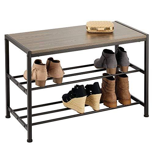 mDesign 2-Tiered schoenenrek voor de hal – Compact metalen halmeubel met houten zitting – Robuuste rek-eenheid met 2 lagen voor hardlopers, enkellaars enz. – Donker Grijs/Bruin