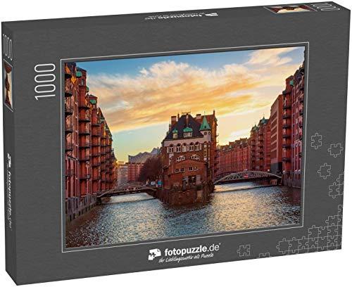 fotopuzzle.de Puzzle 1000 Teile Die Speicherstadt bei Sonnenuntergang in Hamburg, Deutschland. Alte Lagerhallen in der Hafencity in Hamburg (1000, 200 oder 2000 Teile)
