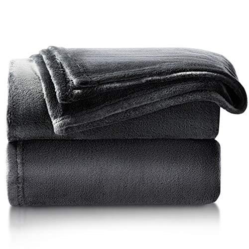 Bedsure Kuscheldecke Schwarz kleine Decke Sofa, weiche& warme Fleecedecke als Sofadecke/Couchdecke, kuschel Wohndecken Kuscheldecken, 130x150 cm extra flaushig und plüsch Sofaüberwurf Decke