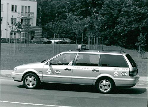 Volkswagen Service-mobiles - Vintage Press Photo