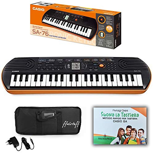Kit Pianola Tastiera Casio SA76 (Fondo arancione) con Borsa ffalstaff , Alimentatore e Metodo Rapido'Suona la Tastiera'