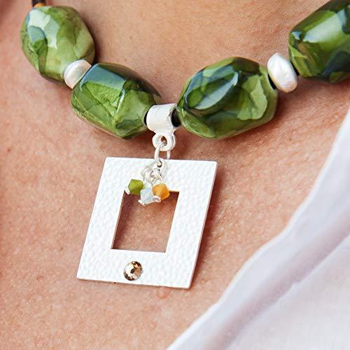 Collana corta per donna con sfere in resina e pendente quadrato. Girocollo cordino in pelle Collana Choker.Colore verde.