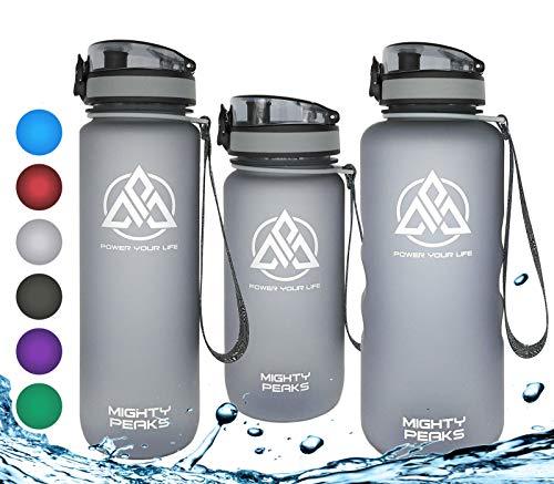 MIGHTY PEAKS Tritan Sport-Trinkflasche 1,5 Liter | Fruchteinsatz, Fruchtsieb | BPA frei | 1500ml 1,5l 1.5l 1.5 Liter | Wasserflasche 1,5 Liter | Grau,Grey | Ideale Trinkflasche mit Früchtebehälter