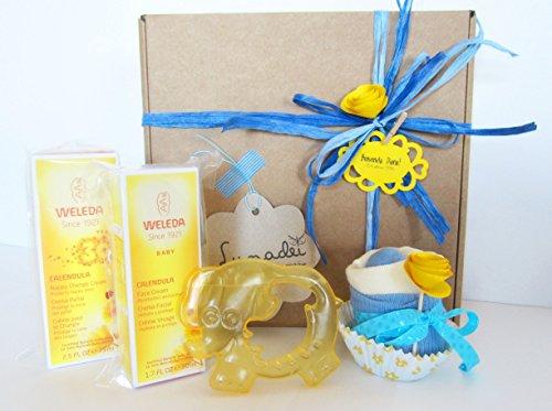 Regalo Originale per Nascita/Battesimo | Con due Creme alla Calendula BIO, 1 Cupcake (= Bavaglino + Cazini) e un Massaggiagengive Refrigerante | Baby Shower Gift Idea | Tono blu, Per Maschietti