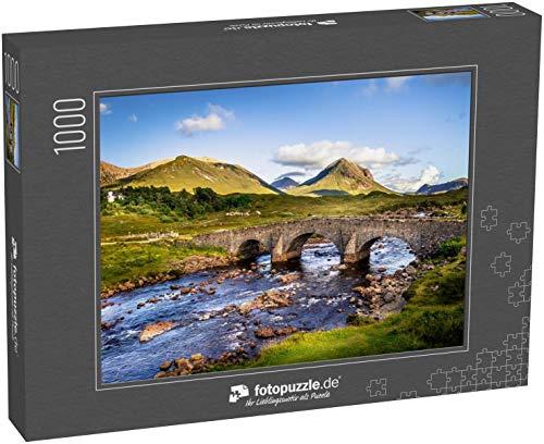 Puzzle 1000 Teile Alte alte Backsteinbrücke über den Fluss in Sligachan - Klassische Puzzle mit edler Motiv-Schachtel, Fotopuzzle-Kollektion 'Schottland'