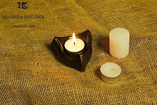 Geschmiedeter simpel Dreieck - Teelichthalter aus massivem Schmiedeeisen - Eine zylindrische Kerze und zwei Teelichter sind enthalten