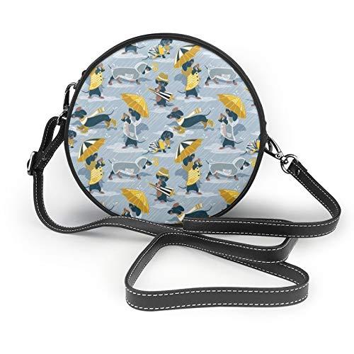 Azul marino perros salchichas y transparentes abrigos de lluvia y paraguas para...