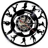 FUTIIF Joueurs De Football Silhouette Disque Vinyle Horloge Murale Veilleuse Soccer Kicking Ball Portrait Vintage Sport Décor À La Maison Lightno LED