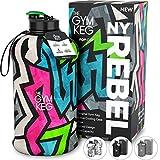 The Gym Keg con Custodia – Borraccia per Bodybuilding – Borraccia da 2,2 Litri con Manico – Migliore Borraccia Sportiva Senza BPA – Borraccia da Palestra, NY Rebel