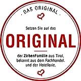 Zirben Familie das Original Wasserkaraffe • 1l Set mit natürlicher Zirbenkugel • Kristallglaskaraffe und Holzkugel aus edlem ZirbenHolz • Natur Gravur - 5