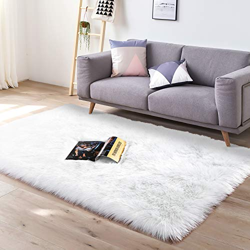 YJ.GWL Super Soft Faux Sheepskin Fur Area Rugs for Bedroom Floor Shaggy Plush Carpet Faux Fur Rug Bedside Rugs, 3 x 5 Feet Rectangle White&Silvery