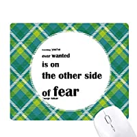 ジョージ・addairによって恐怖についてのインスピレーションを与える引用 緑の格子のピクセルゴムのマウスパッド