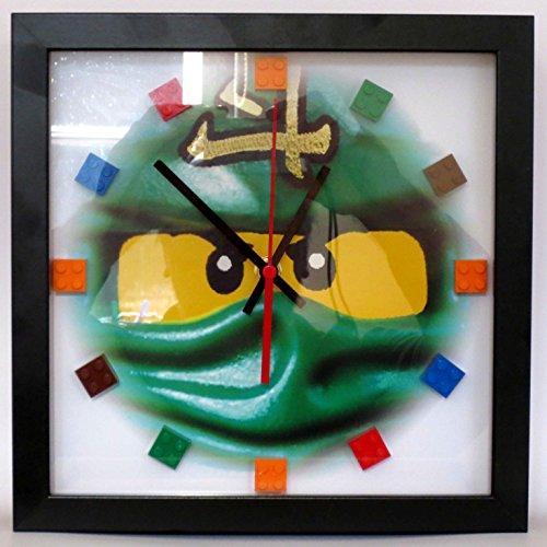 OEM Kasten Wanduhr mit Lego® Ninjago Motiv und Lego Bausteinen (Rahmen schwarz)
