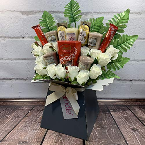 The-Yankee-Candle-and-Ivory-Rose-Bouquet