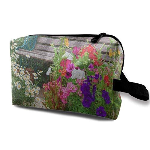 DJNGN Bolsas de maquillaje para mujer, neceser de viaje, neceser pequeño, banco de madera para jardín de cabaña azul y flores en contenedores