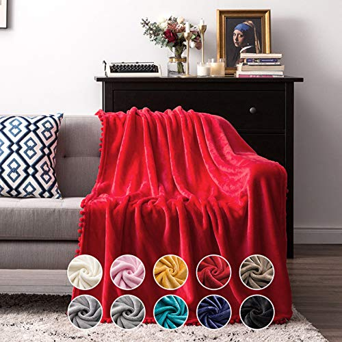 MIULEE Kuscheldecke Fleecedecke Flanell Decke Mit Pompoms Einfarbig Wohndecken Couchdecke Flauschig Überwurf Mikrofaser Tagesdecke Sofadecke Blanket Für Bett Sofa Schlafzimmer Büro 127x153cm Rot