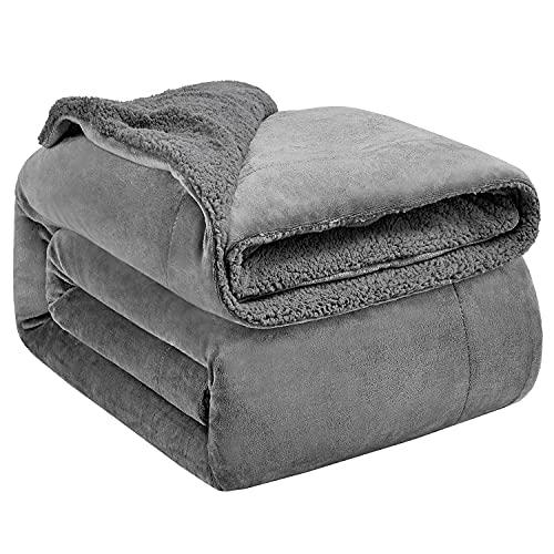 Hansleep Sherpa Decke 150 x 200 cm Grau Wohndecke Zweiseitige Kuscheldecke extra Dick & Warm Sofadecke/Couchdecke Mikrofaser Sofaüberwurf Superweich und Flauschig Fleecedecke für Bett und Sofa