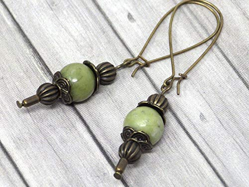 Pendientes Thurcolas de estilo vintage en jade verde de Taiwán montados en elegantes aros de bronce antiguos