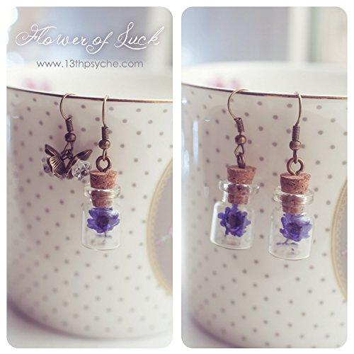 Blume Glas Flasche Ohrringe, benutzerdefinierte kleine Fläschchen Ohrringe, getrocknete Blume Ohrring, Gänseblümchen Ohrringe, Geschenke für sie, Miniatur-Flasche Ohrringe.