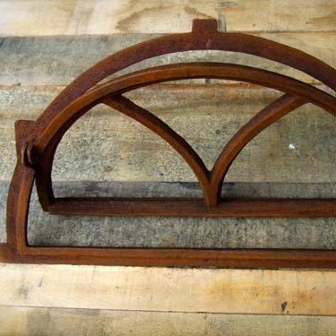 Antikas - Eisenfenster wie Antik-Fenster für Stall+Gartenmauer, Fenster halbrund klappbar