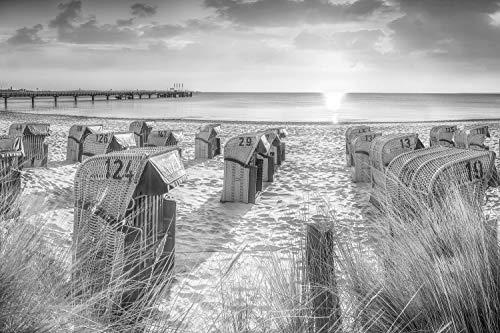 Voss Fine Art Photography Leinwandbild 75 x 50 cm. Strandkoerbe am Strand von Scharbeutz zum Sonnenaufgang. Schwarz-weiß Bild. Foto als Leinwand Wandbild.