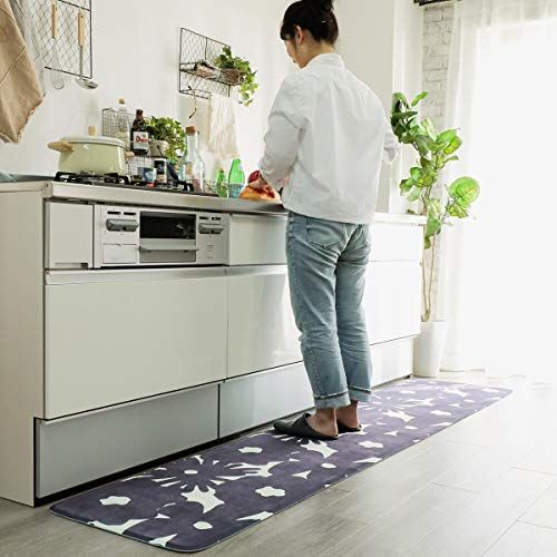 裏面には滑り止め加工付き。キッチンでも滑りにくいので、安心してお料理に集中することができそうです。汚れたら洗濯機で丸洗いOKです。  ・おしゃれ ★★★ ・汚れがおちやすい ★★ ・洗濯しやすい ★★★ ・サイズ:50×180cm