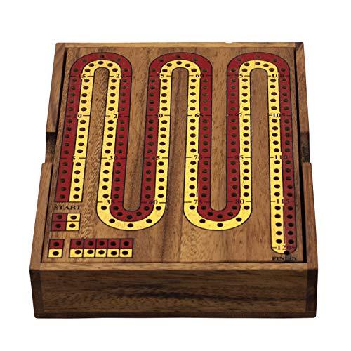 En bois Cribbage Board avec des piquets et deux paquets de cartes à jouer