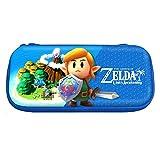 Officiellement licencié par Nintendo. Une protection compacte, légère et résistante. Design soignée à l''effigie de Zelda: Link's Awakening. Rangement de cartouche interne x10. *** Stock Limité ***