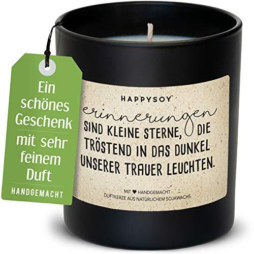 Happysoy Kerze für Trauer - Beileid aussprechen - Duftkerze im Glas mit Trauerspruch - aus Sojawachs, handgemacht - nachhaltiges persönliches Geschenk Kondolenzgeschenk - Trauerkerze als Erinnerung