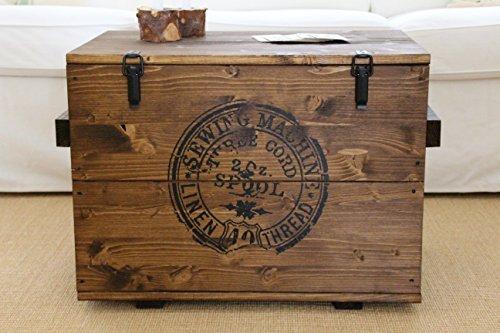 Uncle Joe´s Truhe Sewing Couchtisch Truhentisch im Vintage Shabby chic Style aus Massiv-Holz in braun mit Stauraum und Deckel Holzkiste Beistelltisch Landhaus Wohnzimmertisch Holztisch nussbaum
