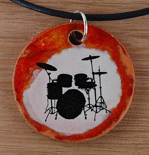 Echtes Kunsthandwerk: Schöner Keramik Anhänger mit Schlagzeug; Drumset, Drums, Schlaginstrumente, Musik, Rhythmus