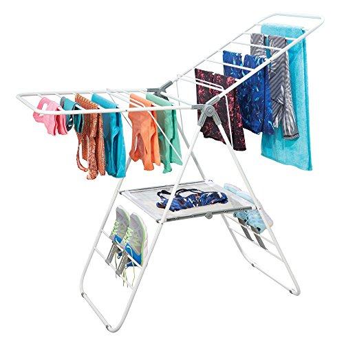 mDesign Wäscheständer – klappbarer Wäschetrockner aus Metall mit Schuhhaken und Netz – ideal zum Trocknen von Kleidung, Feinwäsche und Schuhen geeignet – weiss/grau