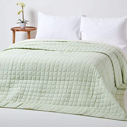 HOMESCAPES - 100% Cotton Reversible Twin Colour Quilted Bedspread Throw - Light Sage Green & Cream - Single 150 x 200 cm - Washable Bedding Sofa Throw