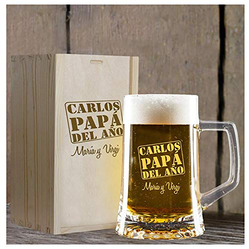 Calledelregalo Regalo Personalizado para Padres: Jarra de Cerveza para 'el papá del año' grabada con su Nombre y la dedicatoria Que tú Quieras en Caja de Madera también grabada