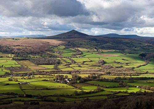 DFGJ Rompecabezas Pan de Azúcar, una montaña al noroeste de Abergavenny en...