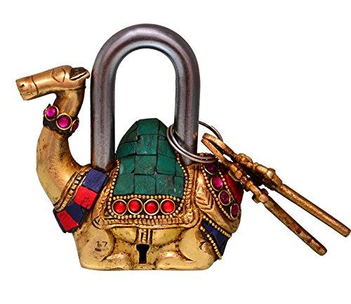 Purpledip Camel Shaped Brass Lock Hangslot: Handgemaakt Antiek Ontwerp Met Kleurrijke Edelsteen Werk; Unieke Collectible Combinatie Van Stijl & Beveiliging (10685)