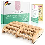 NESILY Premium Fußmassageroller Holz - Hochwertiges Massagegerät für Zuhause und Unterwegs - Hervorragender Fußroller zur Linderung von Stress und Schmerzen + Anleitung mit Fußreflexzonenkarte