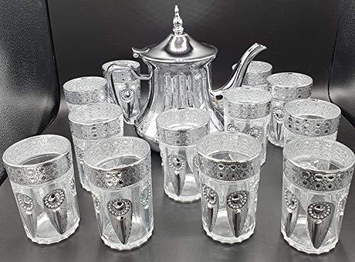 Confezione da 12 bicchieri di vetro per tè marocchino multicolore e una teiera in acciaio inox da 1,6 l con filtro integrato.