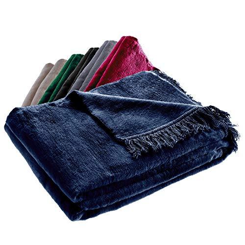 KADAX Kuscheldecke, weiche Wohndecke mit Fransen, 150 cm x 200 cm, Sofa-Decke, Couchdecke, warme Decke für Couch, Bett, Tagesdecke aus Baumwolle, Acryl, pflegeleicht (dunkelblau)