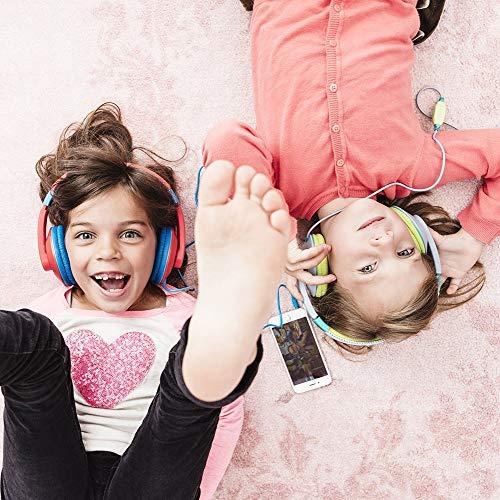 Kinder hören mit dem Kopfhörer