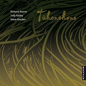 Tuhonohono (The Weaving)