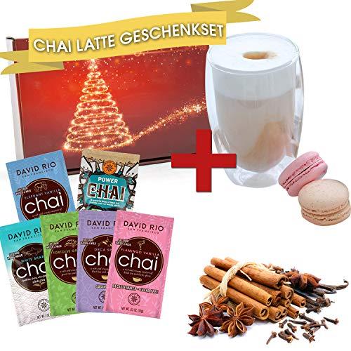 David Rio Chai Latte Tee Geschenk Set mit 4 verschiedenen Portionsbeuteln und Doppelwandigem Glas im präsentfertigen weihnachtlichen Geschenkpaket Für Erwachsene und Kinder |
