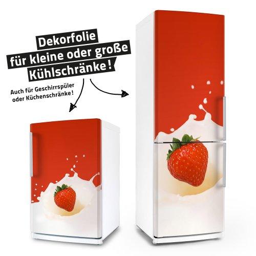 posterdeluxe Kühlschrank- & Geschirrspüler-Folie - Erdbeere in Milch - Dekorfolie Aufkleber Klebefolie Front