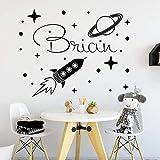 Nombre del niño tatuajes de pared nave espacial cohete pegatinas de vinilo decoración del cuarto de niños dormitorio de los niños sala de juegos explorando el universo mural